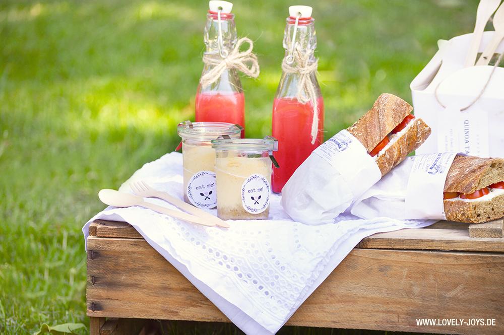 Picknick Weinkiste Cheesecake im Glas Wassermelonen Limo