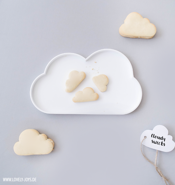 Wolkenteller mit Wolken Plätzchen Keksen Zitronencreme Füllung Rezept