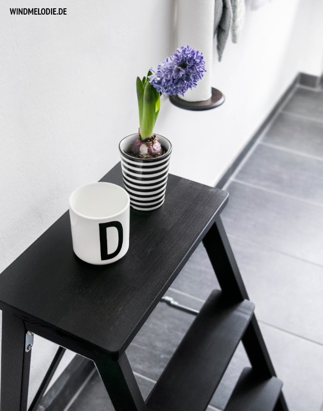 Tritthocker schwarz Hyazinthen lila design letters Tasse