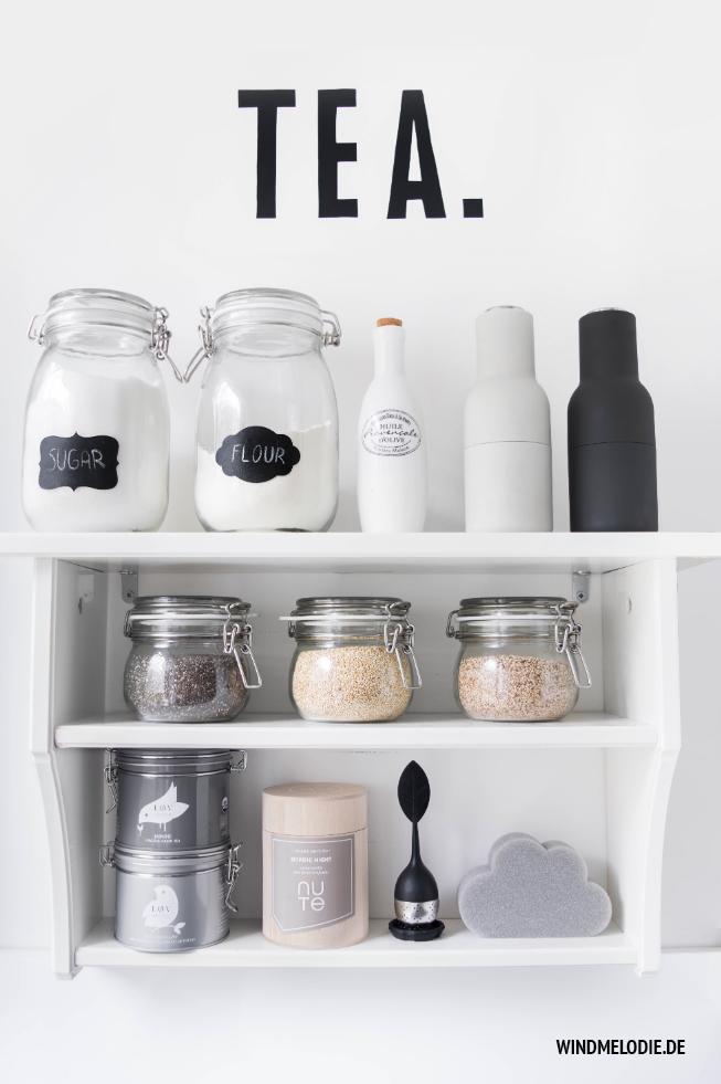 Tee Regal Tafelschrift Küche Scandi Style schwarz weiss
