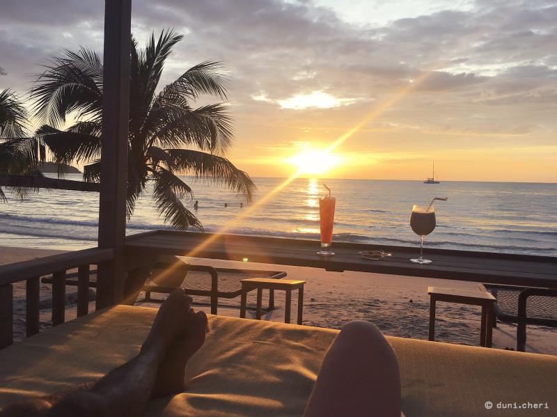 sonnenuntergang stand cocktails paradies thailand