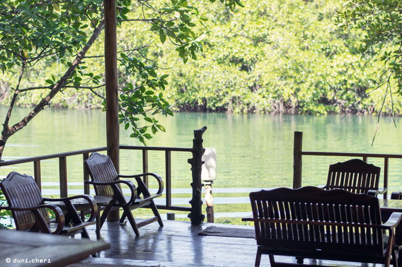 Thailand Fluss Backpacker Unterkunft