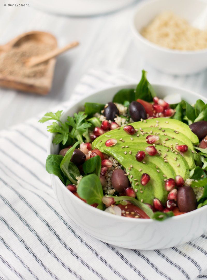 gesunde buddha bowl vegan avocado