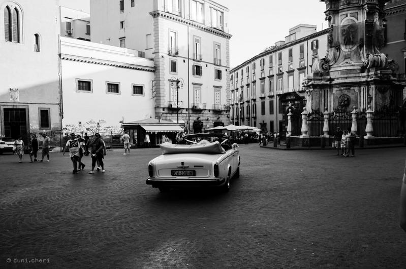italien road trip schwarz weiss hochzeit auto