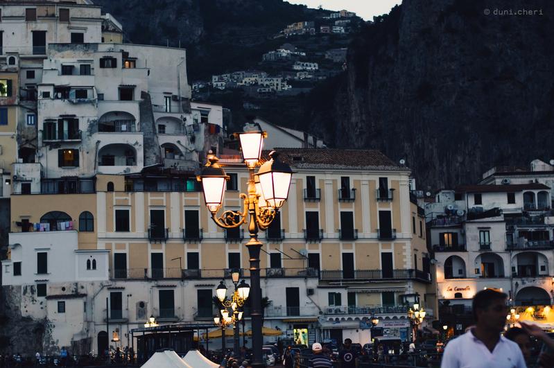 atrani italien bei nacht