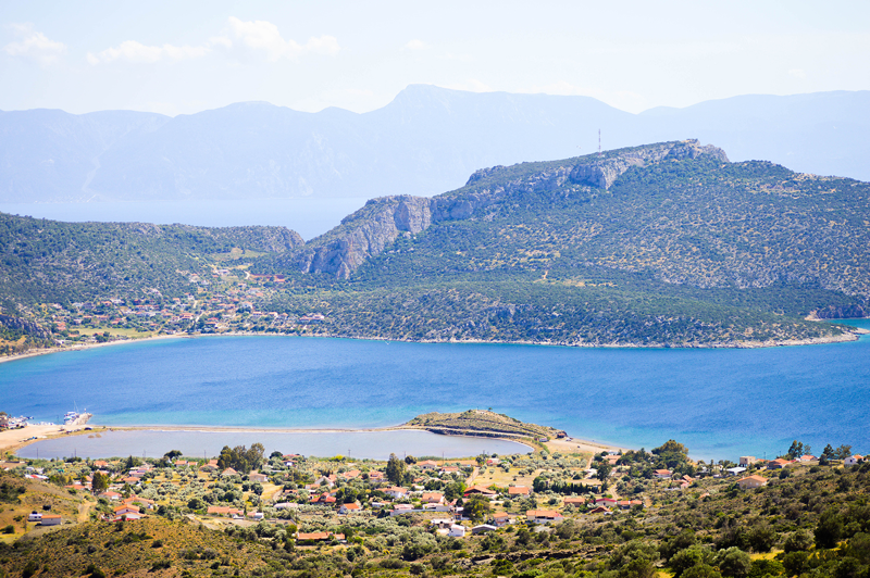 Griechenland Landschaft mit Bergen und Meer