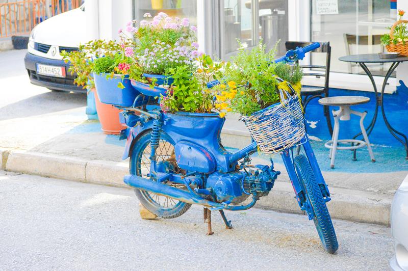 Blaues Fahrrad in Griechenland