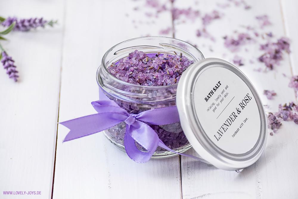 Badesalz Lavendel DIY Geschenkidee getrocknete Lavendelblüten
