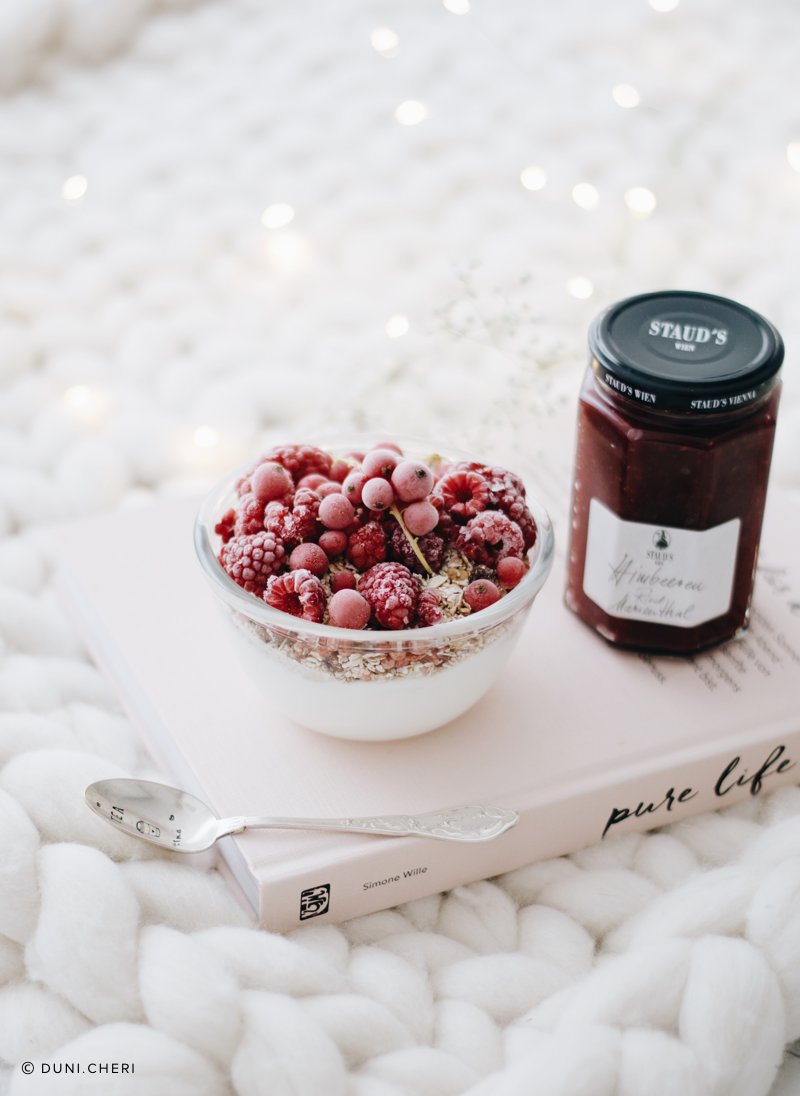 skyr bowl frozen berries