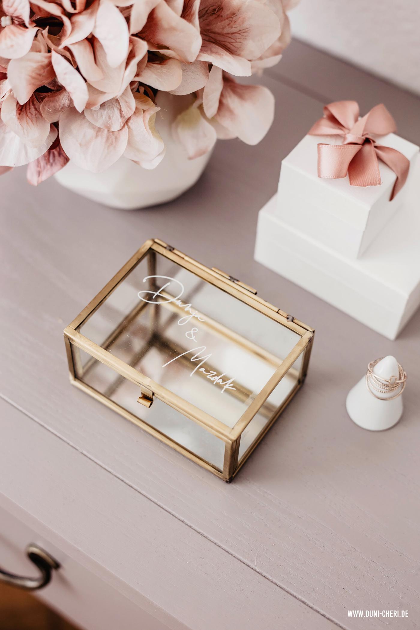 hochzeit ring box gold handlettering