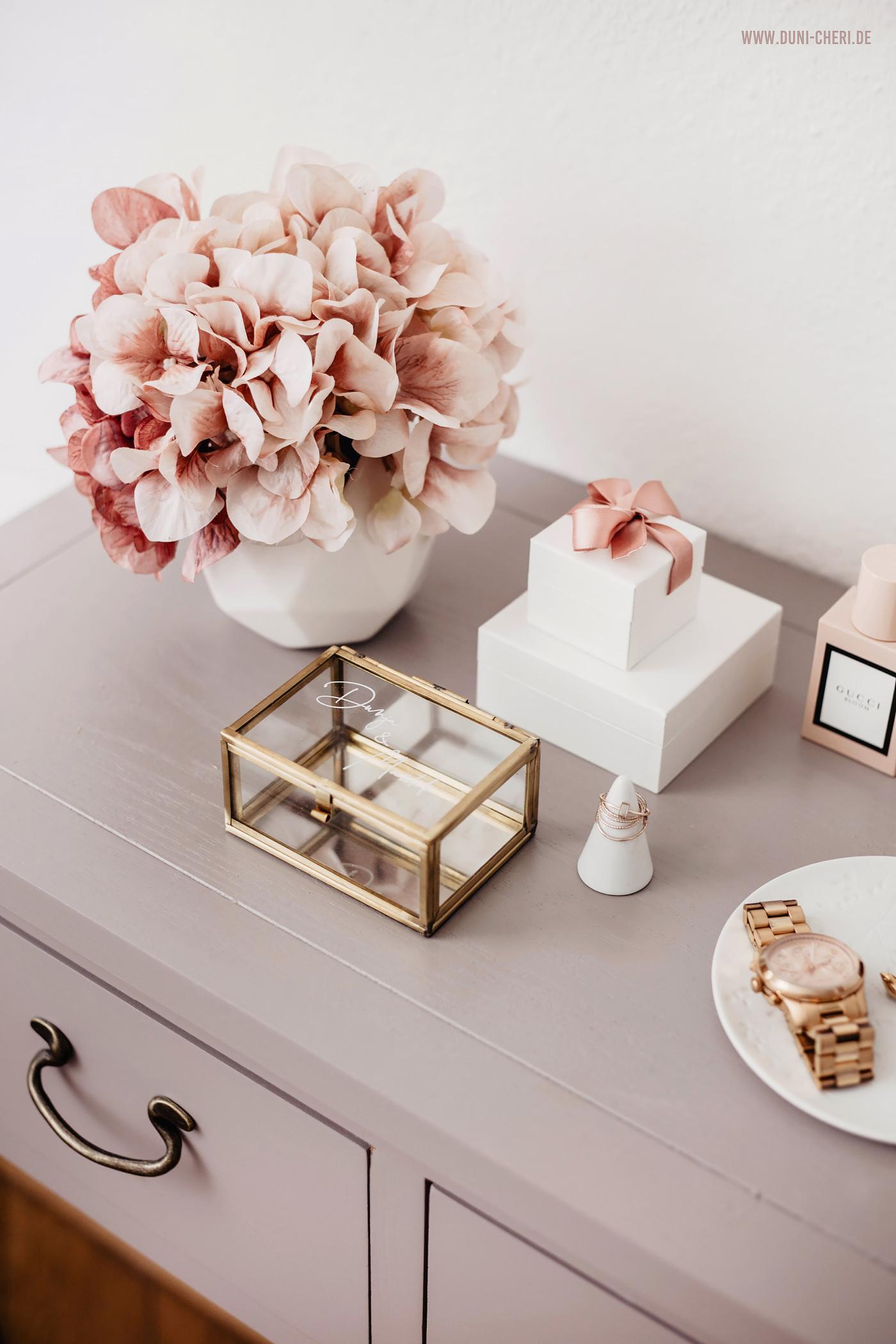 ring box gold handlettering hochzeit