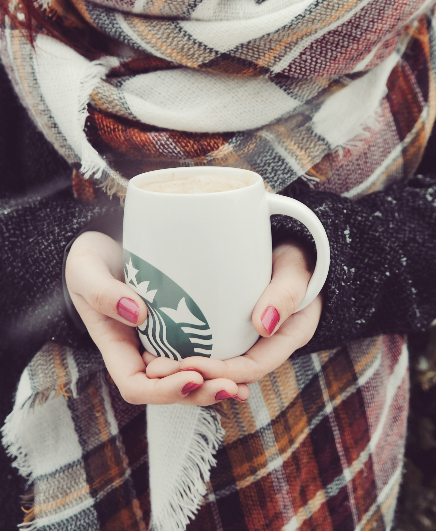 starbucks tasse schal winter