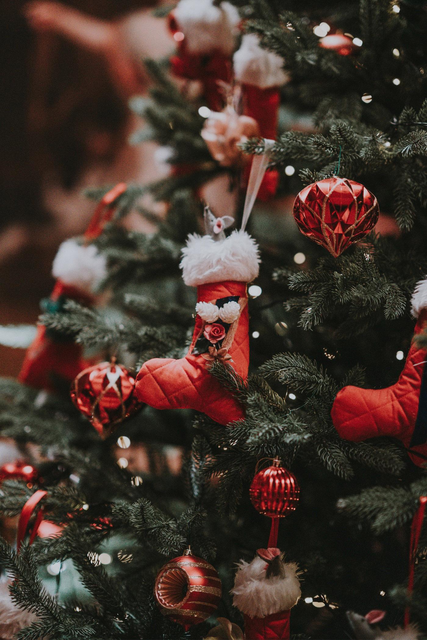 weihnachten christbaum schmuck rot stiefel
